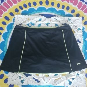 Slazenger lime green and black skort size XL